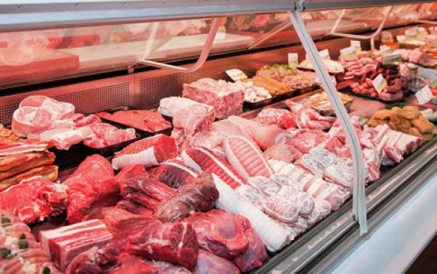 Hasta el momento, hubo controles en los exteriores del camal, el mercado La Florida y la Caraguay. Fotos: Ecuavisa.com