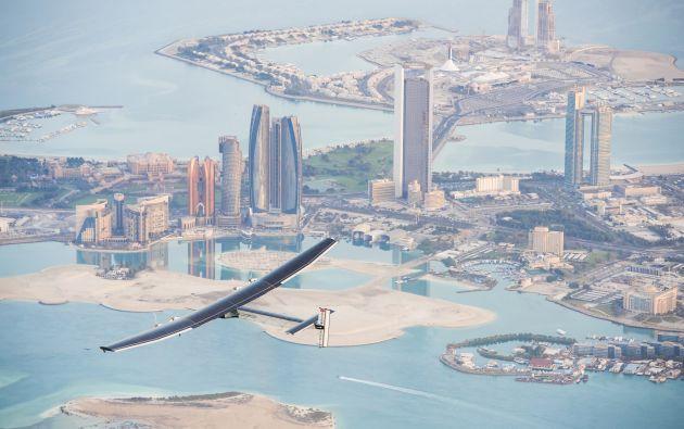 El Solar Impulse en un vuelo de prueba sobre Abu Dabi. Foto: REUTERS
