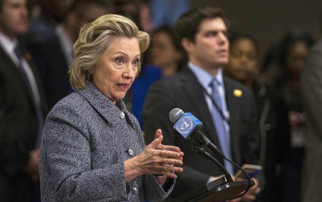 Clinton, probable candidata a la presidencia en 2016, afrontó las preguntas de los periodistas sobre la controversia después de un discurso en la ONU. Fotos: REUTERS