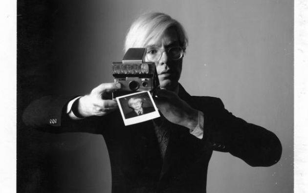 Warhol está considerado un pionero en el campo de la fotografía y fue uno de los primeros autores en utilizar la cámara polaroid para producir arte.