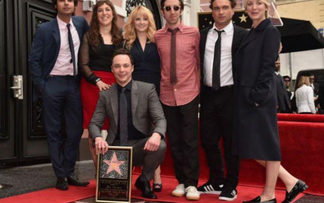 """Parsons estuvo acompañado por sus compañeros de elenco de """"The Big Bang Theory"""". Foto: AFP"""