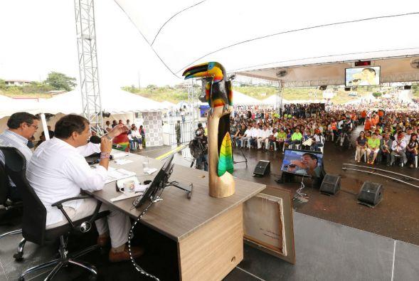 En el Enlace Ciudadano, Rafael Correa convocó a los gobiernos latinoamericanos a rechazar de forma las sanciones impuestas por EEUU a Venezuela. Foto: Presidencia de Ecuador