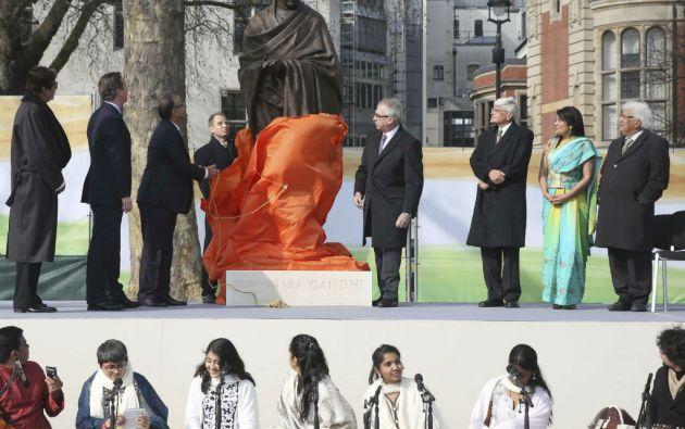 """El primer ministro David Cameron afirmó que la estatua es un tributo a una de las """"figuras colosales en la historia de la política mundial"""". Foto: REUTERS"""