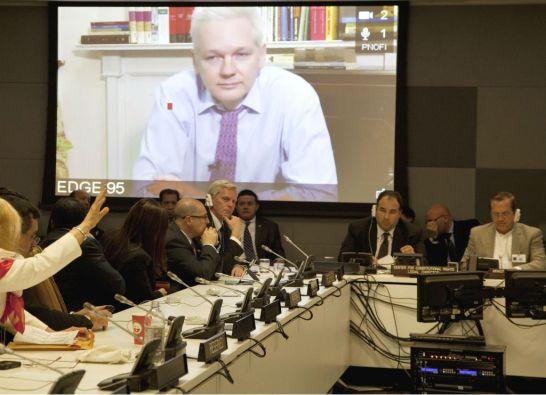 Patiño se pronunció sobre la decisión de la justicia de Suecia de entrevistas a Assange en Londres. Foto: Cancillería de Ecuador