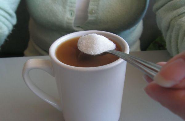 """La OMS sostiene que la restricción de azúcar debe ser aún mayor si se pretende """"obtener beneficios adicionales para la salud""""."""