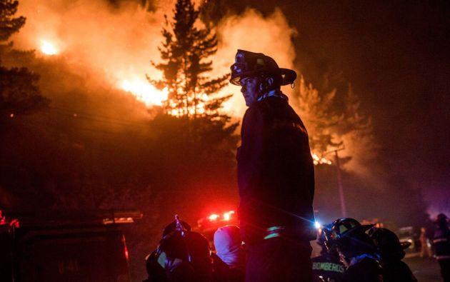 Peritajes permitieron establecer que el incendio fue provocado por la quema de neumáticos en un vertedero clandestino de basura. Foto: REUTERS