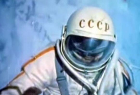 El 18 de marzo de 1965, Pavel Beliaiev y Alexei Leonov se colocaron en órbita a 498 km. de la Tierra.