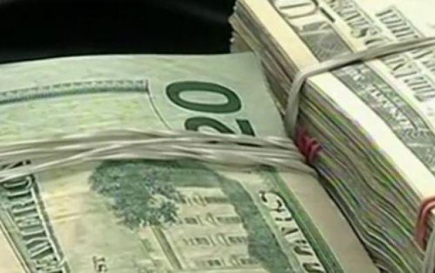 Los detenidos mencionaron que son comerciantes, aunque no pudieron justificar el dinero en efectivo que estaba guardado en fundas de basura.