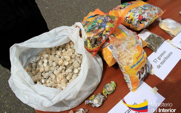 La Jefatura Antinarcóticos en el Azuay decomisó un total de14,59 kilos de diferentes tipos de droga en la capital azuaya. Fotos: Ministerio del Interior.