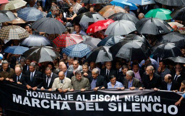 """Miles de personas participaron en """"La Marcha del Silencio"""" para dedir que el caso de Nisman se esclarezca. Foto: REUTERS"""