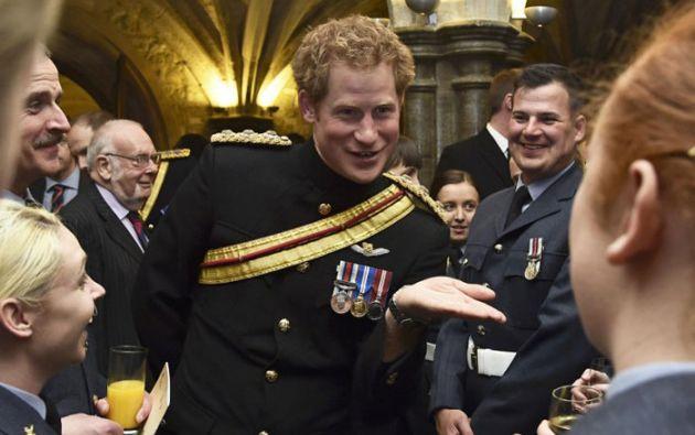 El príncipe Enrique es el cuarto en el orden sucesorio del trono británico y pronto el quinto tras el nacimiento del segundo hijo de los Duques de Cambridge. Foto: AFP