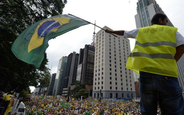 El pasado domingo se registraron multitudinarias marchas contra el gobierno de Rousseff y el escándalo de corrupción de Petrobras. Foto: AFP