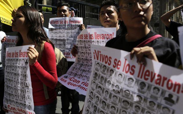 Una protesta por los estudiantes desaparecidos realizada en febrero pasado, en México. Foto: Archivo / REUTERS.
