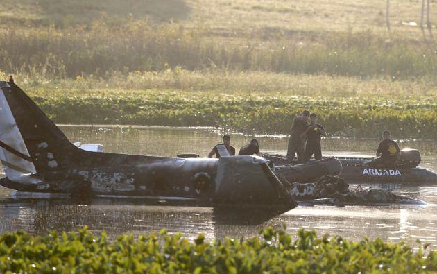 El avión, un Beechcraft King B-90, cayó a una laguna luego de partir del aeropuerto de Punta del Este. Foto: REUTERS