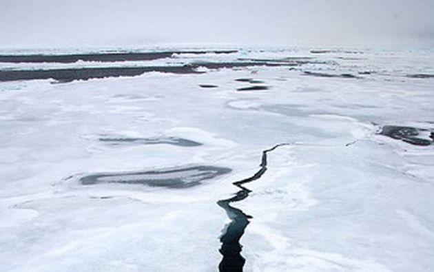 Científicos creen que la menguante capa de hielo puede deberse, entre otros factores, a un febrero inusualmente cálido en algunas zonas de Rusia y Alaska.