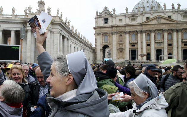 Regaló un Evangelio de bolsillo a miles de fieles. Foto: REUTERS