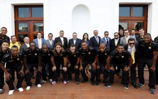 El primer plantel en compañía del presidente Correa. Foto: Presidencia.