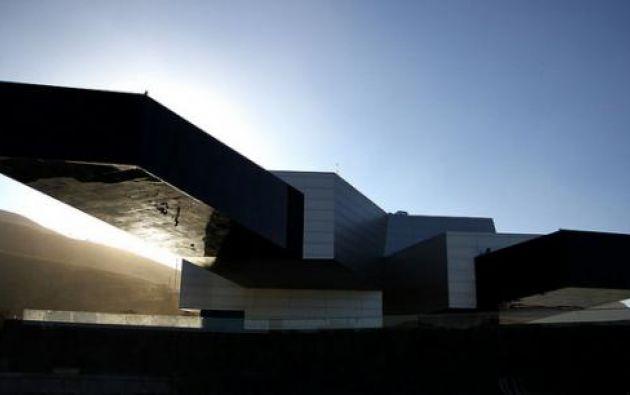 La sede de la Unasur, construida por Ecuador con una inversión de USD 43,5 millones, tiene como elementos predominantes el metal y el hormigón armado.