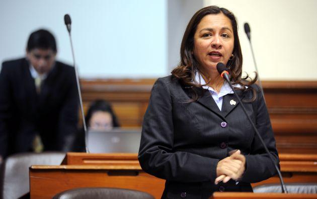 En enero pasado, un programa de televisión denunció un presunto caso de seguimiento a Espinoza.
