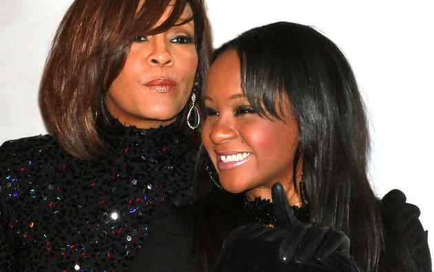 Bobbi Kristina y su madre, la cantante Whitney Houston.