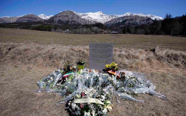 Un monumento a las 150 víctimas se levantó en el pueblo de Le Vernet, cerca del lugar del accidente. Foto: REUTERS