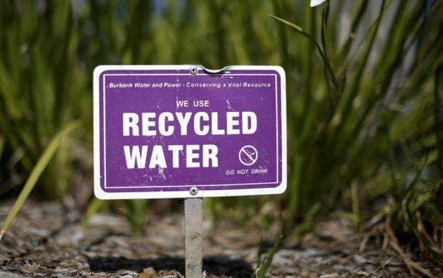El gobierno de California quiere reducir el gasto de agua en un 25% en lo que queda de año. Foto: REUTERS