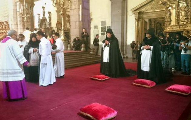 El Arrastre de Caudas fue realizado en la catedral de la capital, presidido por el Arzobispo de Quito Fausto Través. Fotos: Twitter / Visita Quito.