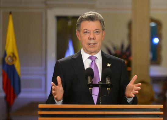 """""""La paz es el objetivo último de cualquier soldado en cualquier parte del mundo y en cualquier momento de la historia"""", dijo Santos ante 2.000 soldados. Foto: REUTERS"""