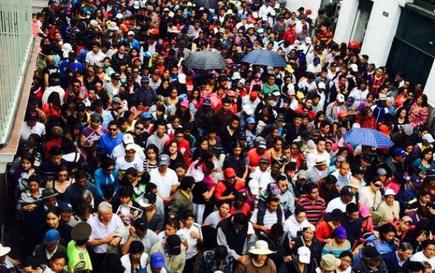 Los cucuruchos encabezaron la marcha que se extendió por muchas cuadras. Fotos: Ecuavisa.