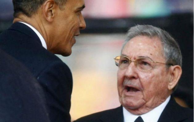 Barack Obama y Raúl Castro anunciaron a finales del 2014 su intención de reanudar las relaciones diplomáticas entre sus países. Foto: REUTERS