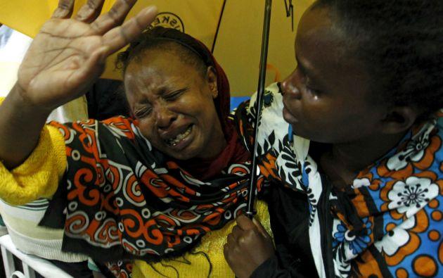 Una mujer reacciona después de ver a su hijo, que fue rescatado del ataque en Nairobi. Foto: REUTERS