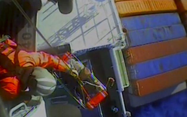 Un equipo de guardacostas trasladó al navegante desde un carguero alemán a un hospital. Foto: REUTERS