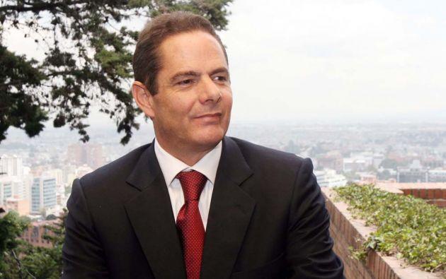 Durante su carrera política ha sido concejal, senador y dos veces ministro en el anterior Ejecutivo de Santos.