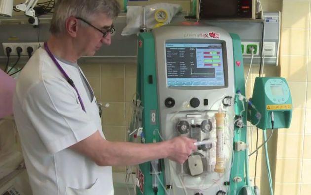 Pese a que solo contaba con 820 gramos de peso, el bebé polaco fue conectado a un riñón artificial.
