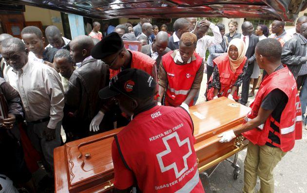 En el ataque murieron 148 personas. El Gobierno keniano ha sido criticado por su incapacidad para anticiparse a la matanza. Fotos: REUTERS.