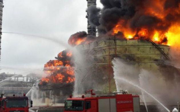 El siniestro, que ha causado seis heridos, ha forzado a la evacuación de un total de 29.096 residentes de los alrededores de las instalaciones.