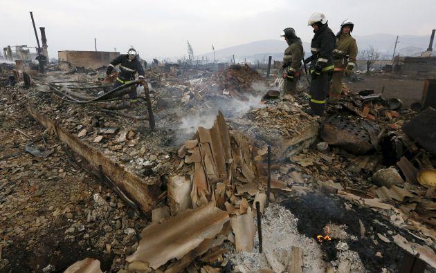 Según el Ministerio del Interior de Rusia, los incendios arrasaron 1.500 viviendas. Foto: REUTERS.