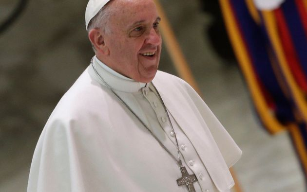 Francisco regaló el dispositivo al sacerdote uruguayo Gonzalo Aemilius durante una visita al Vaticano en 2013. Foto: REUTERS