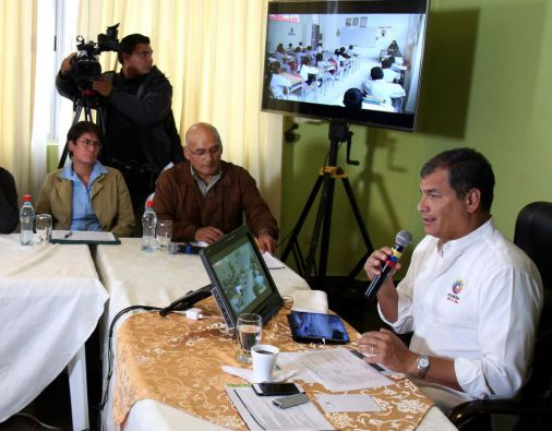 """""""Dada esta grave amenaza y, sobre todo, porque venía la llamada del lugar del evento, tuvimos que suspender la presencia del presidente en el almuerzo"""", dijo Correa. Foto: Presidencia de Ecuador"""