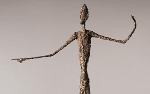 """La rareza de la escultura que se subastará en Christie's es que se cree que es la única versión de bronce de """"L'home au doignt"""" que está pintada a mano por el artista. Foto: Christie's."""