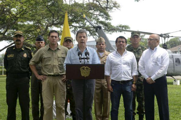 El presidente Juan Manuel Santos levantó este miércoles la orden de suspender los bombardeos contra campamentos de las FARC. Foto: REUTERS