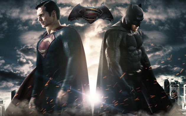 Henry Cavill interpreta a Superman y Ben Affleck se estrena como Batman.