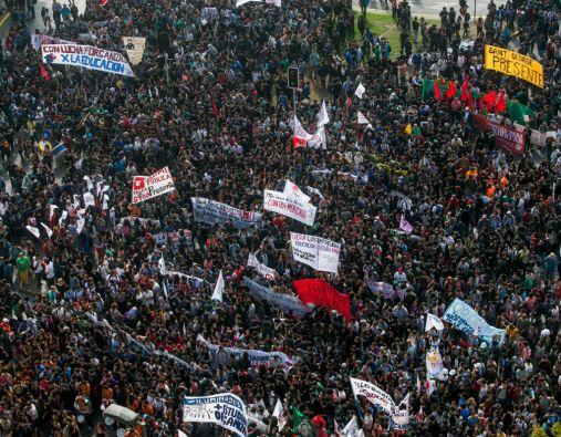 La movilización convocada por la Confech contó con el apoyo de alumnos secundarios, profesores y sindicatos de trabajadores. Foto: REUTERS