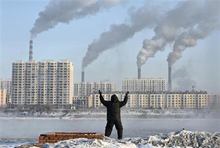 El informe revela que la media de las emisiones de dióxido de nitrógeno también excede los estándares. Foto: REUTERS.