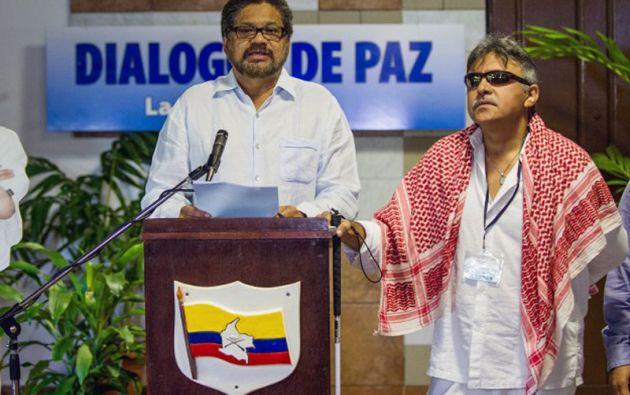Iván Márquez (izq.), jefe de la delegación de paz de las FARC, espera que en los próximos días se pueda dar respuesta al enfrentamiento ocurrido la semana pasada. Foto: AFP