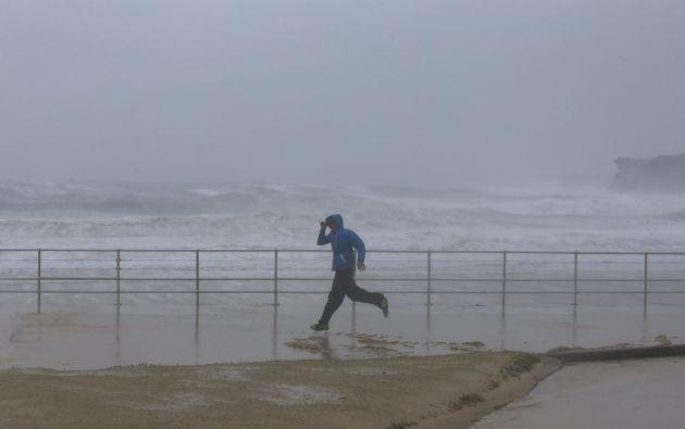 En Bondi Beach, la playa más famosa de Sídney, el viento llevaba la arena hacia el interior. Fotos: REUTERS.