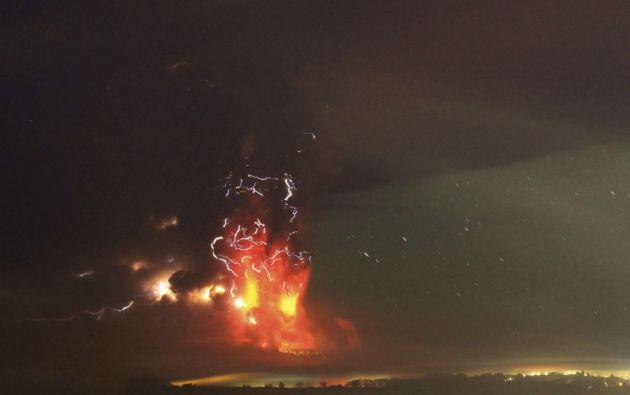 El volcán soprendió tras permanecer inactivo más de medio siglo. Foto: REUTERS