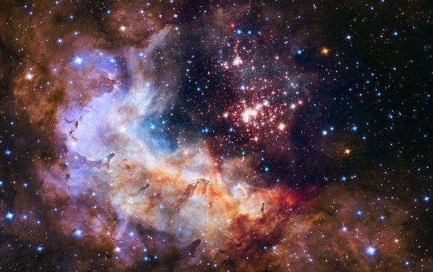 La imagen seleccionada es un cúmulo de unas 3.000 estrellas llamado Westerlund 2, en honor al astrónomo sueco Bengt Westerlund, que lo descubrió en la década de 1970. Foto: NASA.