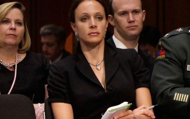 """El departamento de Justicia dijo previamente que Petraeus reconoció haber dado ocho """"libros negros"""" a su amante y biógrafa, Paula Broadwell."""
