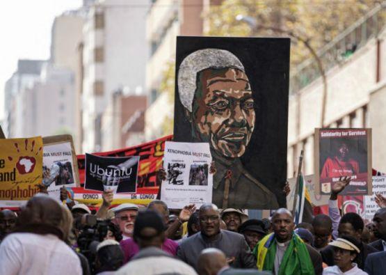 La marcha reunió entre 5.000 y 10.000 personas, según observadores. Foto: AFP